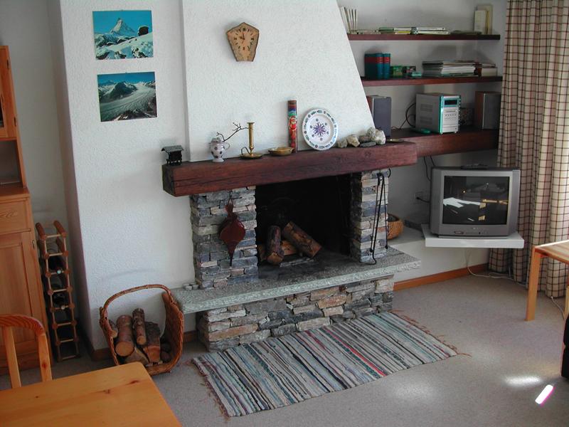 Wohnzimmer-Kamin.jpg